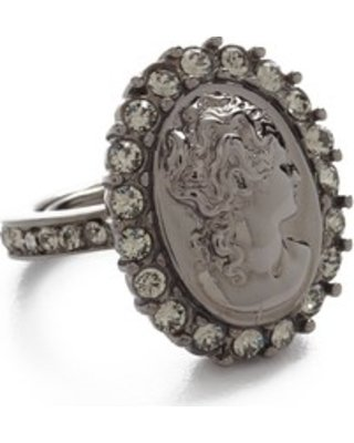 oscar-de-la-renta-bold-cameo-ring-black-diamond